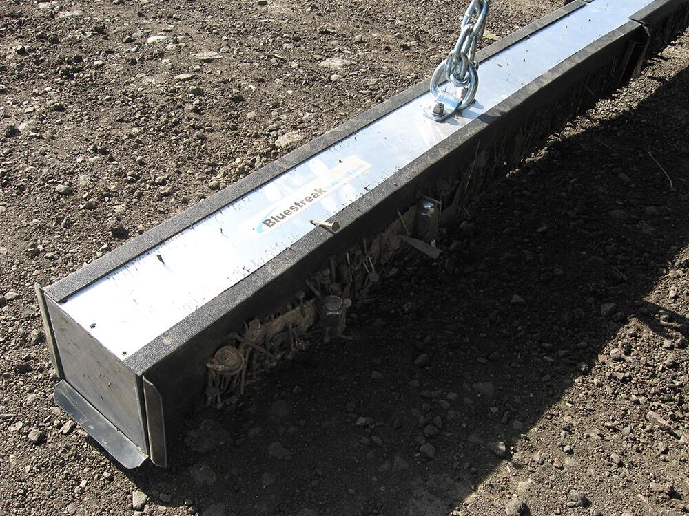 wrasse-hanging-magnet-metal-debris-bluestreak-equipment-1