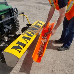 Orange debris holder for cleaning off Yak magnet