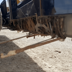 Yak UTV magnet wrap around feature holds onto debris