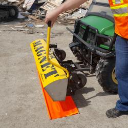 Yak magnetic sweeper steel debris release handle
