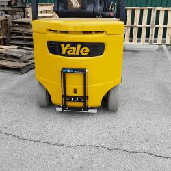 Forklift magnet