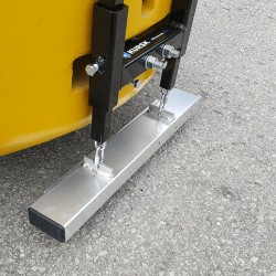Forklift rear pin mount magnet
