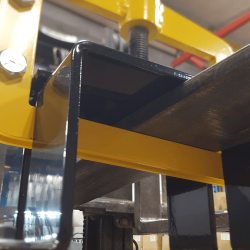 Large contact surface of forklift forks with fork pockets on OBLAST magnetic sweep